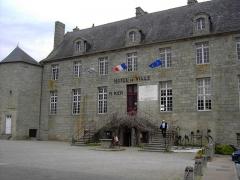 Hôtel de ville, dit aussi le Vieux Château, ou château des Barons du Pont - Français:   Château des Barons du Pont, actuel Hôtel de Ville,  Pont-l\'Abbé, Finistère