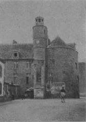 Hôtel de ville, dit aussi le Vieux Château, ou château des Barons du Pont - Français:   Le château de Pont-l\'Abbé en 1899 (photographie de Louis Rousselet)