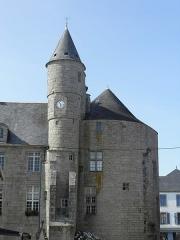 Hôtel de ville, dit aussi le Vieux Château, ou château des Barons du Pont - Français:   Hôtel de ville de Pont-l\'Abbé (Finistère, France).