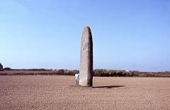 Menhir de Kérouézel - Français:   Menhir de Kérhouézel. Porspoder. Finistère