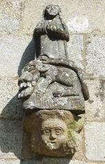 Eglise Saint-Pierre et Saint-Paul -  Poullaouen: statue façade avant de l'église paroissiale