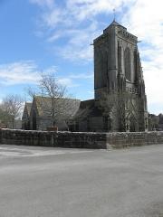 Chapelle de Saint-Tugen et abords - Flanc nord et tour-clocher de la chapelle Saint-Tugen en Primelin (29).