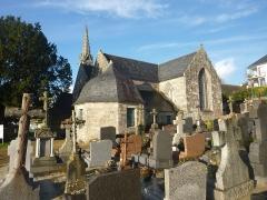 Eglise de la Trinité de Kerfeunteun - Français:   Le chevet de l\'église de la Trinité vu puis le cimetière de Kerfeunteun