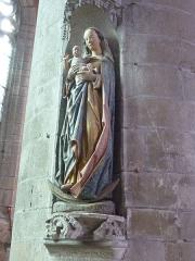 Eglise Notre-Dame-de-l'Assomption ou de Saint-Michel - Français:   Quimperlé Eglise Notre-Dame de l\'Assomption Statue Vierge à l\'enfant seconde moitié du XIVème siècle