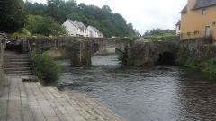 Pont Fleuri, sur l'Ellée - Français:   Le pont Lovignon franchissant la rivière Ellé à Quimperlé