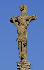 Eglise Saint-Pierre - Deutsch: Saint-Hernin (Bretagne, Finistère) Calvaire, Kruzifix.