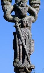 Eglise Saint-Pierre - Deutsch: Saint-Hernin (Bretagne, Finistère) Calvaire, vor dem Mittelpfeiler der Erzengel Michel mit dem Drachen.