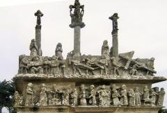 Chapelle Notre-Dame-de-Tronoën - Saint-Jean-Trolimon (Bretagne, Finistère) Chapelle Notre-Dame-de-Tronoën et son calvaire.
