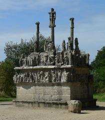 Chapelle Notre-Dame-de-Tronoën - English: Calvaire in Notre Dame de Tronoën; Brittany, France,  east-Side