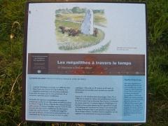 Menhir de Lehan - Français:   Panneau d\'information Les mégalithes à travers le temps, Menhir de Lehan, Léchiagat, Finistère (France).