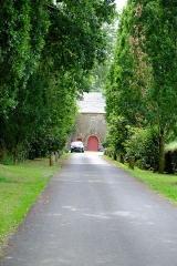 Manoir de Mézedern - Français:   le manoir de Mézedern, Plougonven, Finistère, Bretagne, France(accès principal)