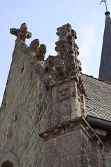 Eglise Saint-Léon - Façade est de l'église Saint-Léon de La Baussaine (35). Pinacle en pierre sommant le contrefort nord du chevet.