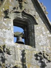 Eglise Notre-Dame - Extérieur de l'église Notre-Dame-de-Toutes-Joies de Broualan (35). Clocher. Petite cloche.