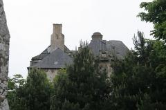 Château (également sur commune de Saint-Père, anciennement Saint-Père-Marc-en-Poulet) - Français:   Château de Châteauneuf-d\'Ille-et-Vilaine, vu du cimetière. Une commune française située dans le département d\'Ille-et-Vilaine en Région Bretagne.