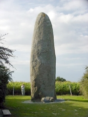 Menhir de Champ-Dolent - English: The large menhir in the Dol-de-Bretagne commune of Ille-et-Vilaine, Brittany, France.