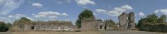 Restes du Vieux-Château - Français:   Hédé, Ille-et-Vilaine, Bretagne, France  Panoramique des ruines du château, vues de l\'intérieur.