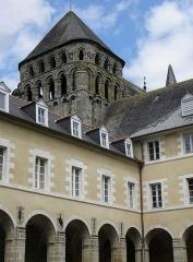 Ancienne abbaye Saint-Sauveur - Tour romane, ailes nord et est du cloître de l'abbaye Saint-Sauveur de Redon (35).