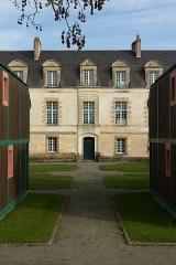 Manoir du Mail, anciennement appelé hôtel du Plessis -  Centre de la façade sud du corps principal du manoir du Mail.