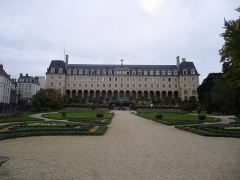 Ancienne abbaye Saint-Georges des Bénédictins, ou Palais Saint-Georges -  le palais st georges a rennes
