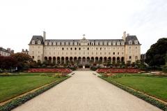 Ancienne abbaye Saint-Georges des Bénédictins, ou Palais Saint-Georges - Español: Palais Saint-Georges Place Pasteur, 35000 Rennes, Francia