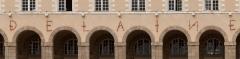 Ancienne abbaye Saint-Georges des Bénédictins, ou Palais Saint-Georges - English: Detail showing the iron bar letters above the piers of the arches of the Palais Saint-Georges.