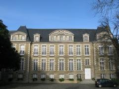 Ancienne abbaye Saint-Melaine - Français:   Palais de l\'archevêché à Rennes, jouxtant l\'église St Melaine. Utilisé à partir de la fin du XIX par la faculté de droit de Rennes jusqu\'au lendemain de la 2sd guerre mondiale.
