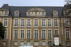 Ancienne abbaye Saint-Melaine - Français:   L\'ancien archevêché de Rennes, place Saint-Melaine.