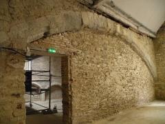 Ancien couvent de Bonne-Nouvelle - Arc en pierre sur le mur Nord de la chapelle de Bonne-Nouvelle du couvent des Jacobins de Rennes (Ille-et-Vilaine, Bretagne).