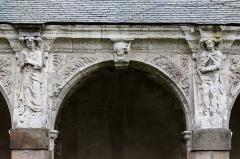 Hospice Saint-Mélaine - Français:   Cinquième arcade de la galerie ouest du cloître de l\'ancienne abbaye saint Melaine de Rennes.