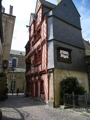 Maison du 16e siècle, dite Maison du Guesclin -  maison ancienne rue saint sauveur a rennes