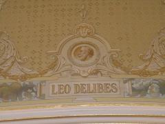 Théâtre et immeubles dits Galeries du Théâtre - Portrait de Léo Delibes dans le foyer de l'Opéra de Rennes.