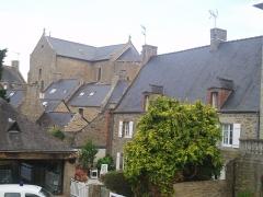 Eglise Saint-Briac - Nederlands: Saint-Briac-sur-mer centrum met gemeentehuis en kerk Saint-Briac