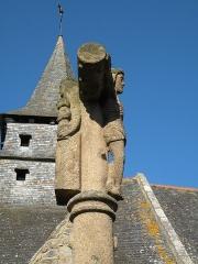 Ancienne église Saint-Lunaire - Français:   Calvaire du XVIe siècle et vieille église de Saint-Lunaire.