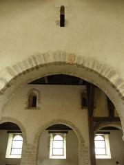 Ancienne église Saint-Lunaire - Français:   Vue de l\'extérieur de la costale sud et de l\'intérieur de celle nord de la nef romane de la vieille église de Saint-Lunaire (35).