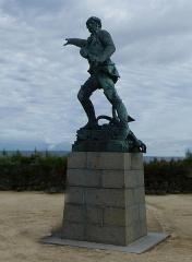 Château et fortifications - Les remparts de la cité de Saint-Malo.- Statue de Robert Surcouf
