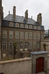 Hôtel Magon de la Lande dit hôtel d'Asfeld - Français:   Hôtel Magon de la Lande à Saint-Malo: façade sur le rue de Chartres vue des remparts.