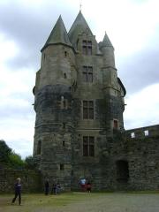 Château - Tour Saint-Laurent du Château des barons de Vitré. Ille-et-Vilaine. La Tour Saint-Laurent vue de la cour intérieure.