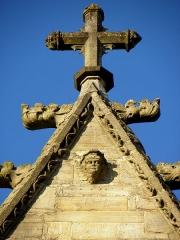 Eglise Notre-Dame - 3ème chapelle de la façade sud de l'église Notre-Dame de Vitré (35). Gable du pignon.