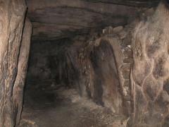Sépultures circulaires sous tertre tumulaire - Deutsch: Dolmengang zur Grabkammer Kenours