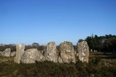 Alignement et dolmen de Kerlescan - English: Locmariaquer, France. Alignement de Kerlescan.