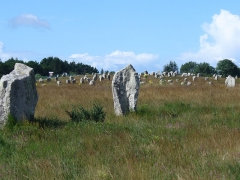 Six menhirs de l'enceinte du Ménec -  1099 Menhire,bis zu 4 Meter hoch,von Ost nach West in 1167 Meter Langen Alignements(Steinreihen) in einem Halbkreis(Cromlechs) endend. (Jungsteinzeit, Neolithikum ,Neolithic ,Néolithique 4500-2300 v.Chr.) Megalithanlage von Le Ménec, Carnac ,Departement Morbihan ,Bretagne