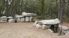 Tumulus à trois dolmens de Mané-Kérioned -  Les dolmens de Mane-Kerioned