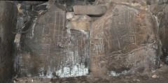 Tumulus à trois dolmens de Mané-Kérioned -  Les gravures sur les dalles