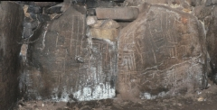 Tumulus à trois dolmens de Mané-Kérioned -  Dessins gravés sur les dalles