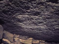Tumulus-dolmen de Kercado - Deutsch: Pictograms am Deckstein, Kergado