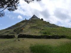 Tumulus-dolmen du Mont-Saint-Michel - Tumulus Saint-Michel (Carnac, Morbihan)