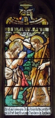 Eglise Saint-Jean-Baptiste - Français:   Maîtresse-vitre de l\'église Saint-Jean-Baptiste de Le Croisty (56). Détail. Baptême du Christ (moderne).