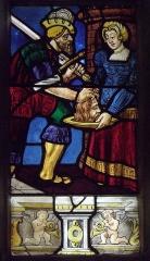 Eglise Saint-Jean-Baptiste - Français:   Maîtresse-vitre de l\'église Saint-Jean-Baptiste de Le Croisty (56). Détail. Remise du chef de Saint-Jean-Baptiste à Salomé.