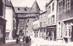Porte-prison (anciennement porte de Broérech) - Français:   La rue neuve et les tours Broerec\'h à Hennebont au début du vingtième siècle