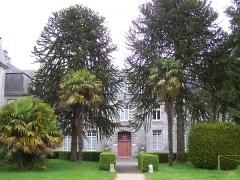 Ancienne abbaye - English: Entrée de l'abbaye de Langonnet, Morbihan